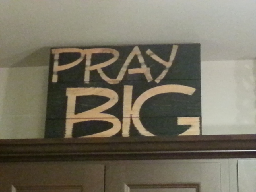 praybigsign